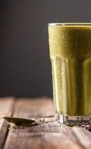 Green Chocolate Chip Recovery Shak - 275 Healthy Smoothie Recipes - RecipePin.com