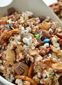 Loaded Candy Bar Popcorn Recipe - 250 Popcorn Recipes - RecipePin.com