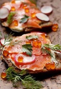 Smoked Salmon Smørrebrød, Suède - 185 Salmon Recipes - RecipePin.com