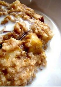 Slow Cooker Apple Cinnamon Oatmeal - 135 Slow Cooker Dessert Recipes - RecipePin.com